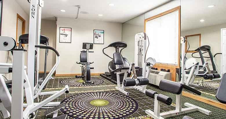 https://bourbonnaiscomfortinn.com/wp-content/uploads/2017/03/fitness-center-and-exercise-room-comfort-inn-bourbonnais-illinois.jpg