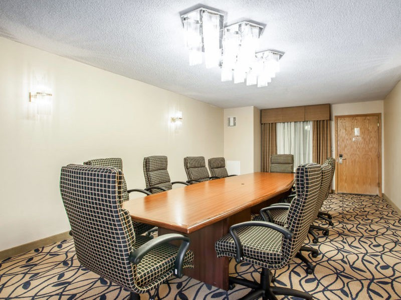 https://bourbonnaiscomfortinn.com/wp-content/uploads/2017/04/boardroom-comfort-inn-bourbonnais-illinois.jpg
